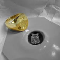 chevalière armoriée. gravure écu-couronne sur or1